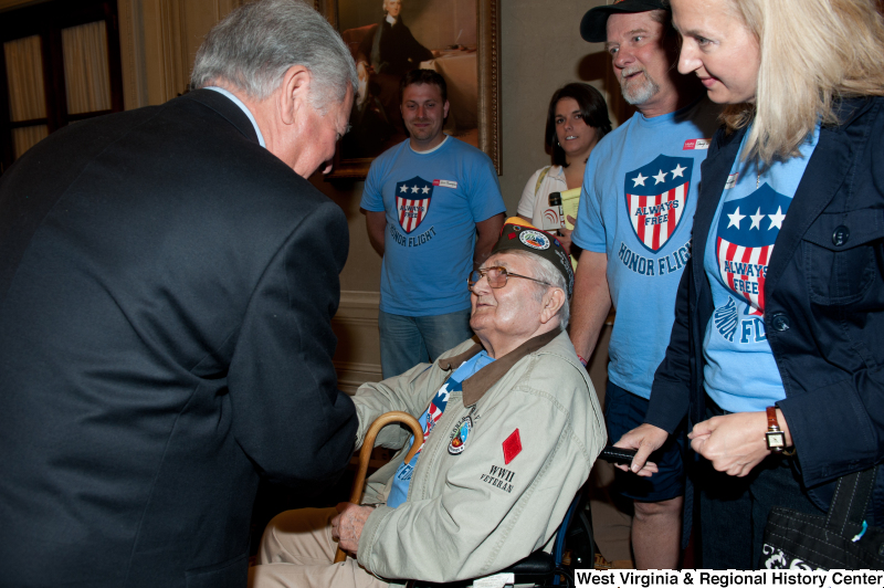 Congressman Rahall meets a World War II veteran at a military award ceremony.